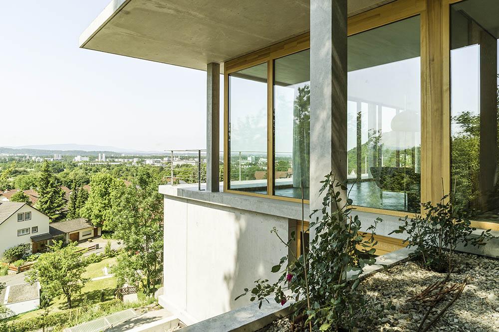 Gian salis architekt wohnhaus am hang for Moderne architektur wohnhaus
