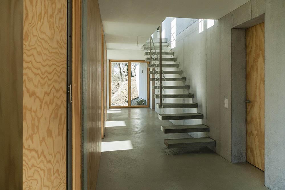 gian salis architekt wohnhaus am hang. Black Bedroom Furniture Sets. Home Design Ideas